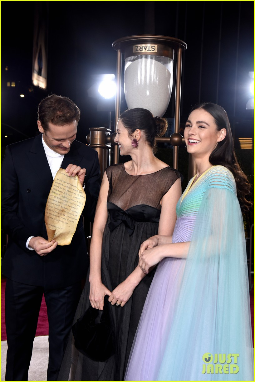 caitriona balfe sam heughan big outlander news at season 5 premiere 434437605