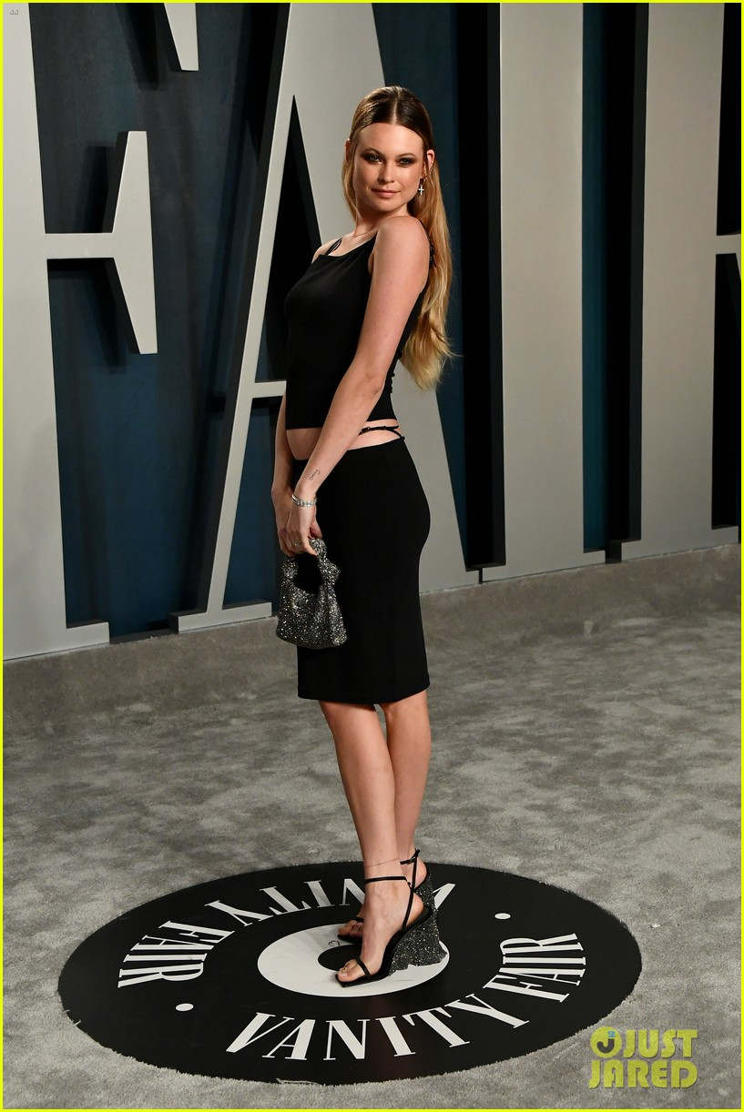 adam levine behati prinsloo vanity fair oscar party 114435008