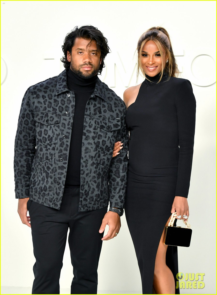ciara russell wilson baby bump tom ford show more stars 034431679