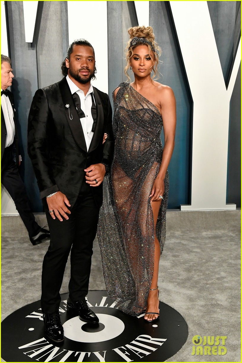 Pregnant Ciara Poses Nude for Harpers Bazaar: See the