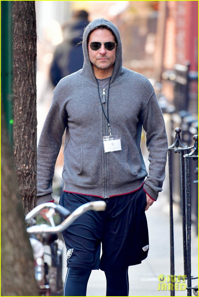 bradley cooper gets his work out on ahead of nightmare alley remake filming 034441399