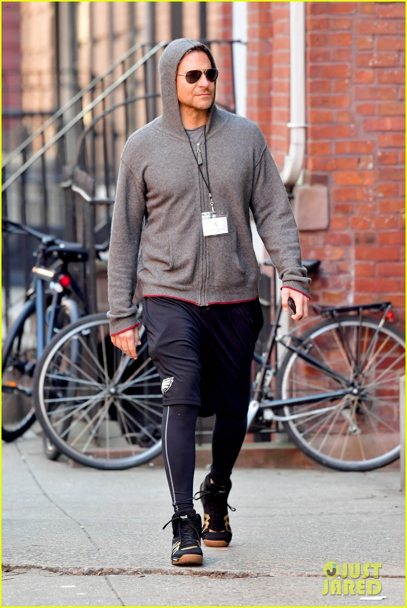 bradley cooper gets his work out on ahead of nightmare alley remake filming 044441400