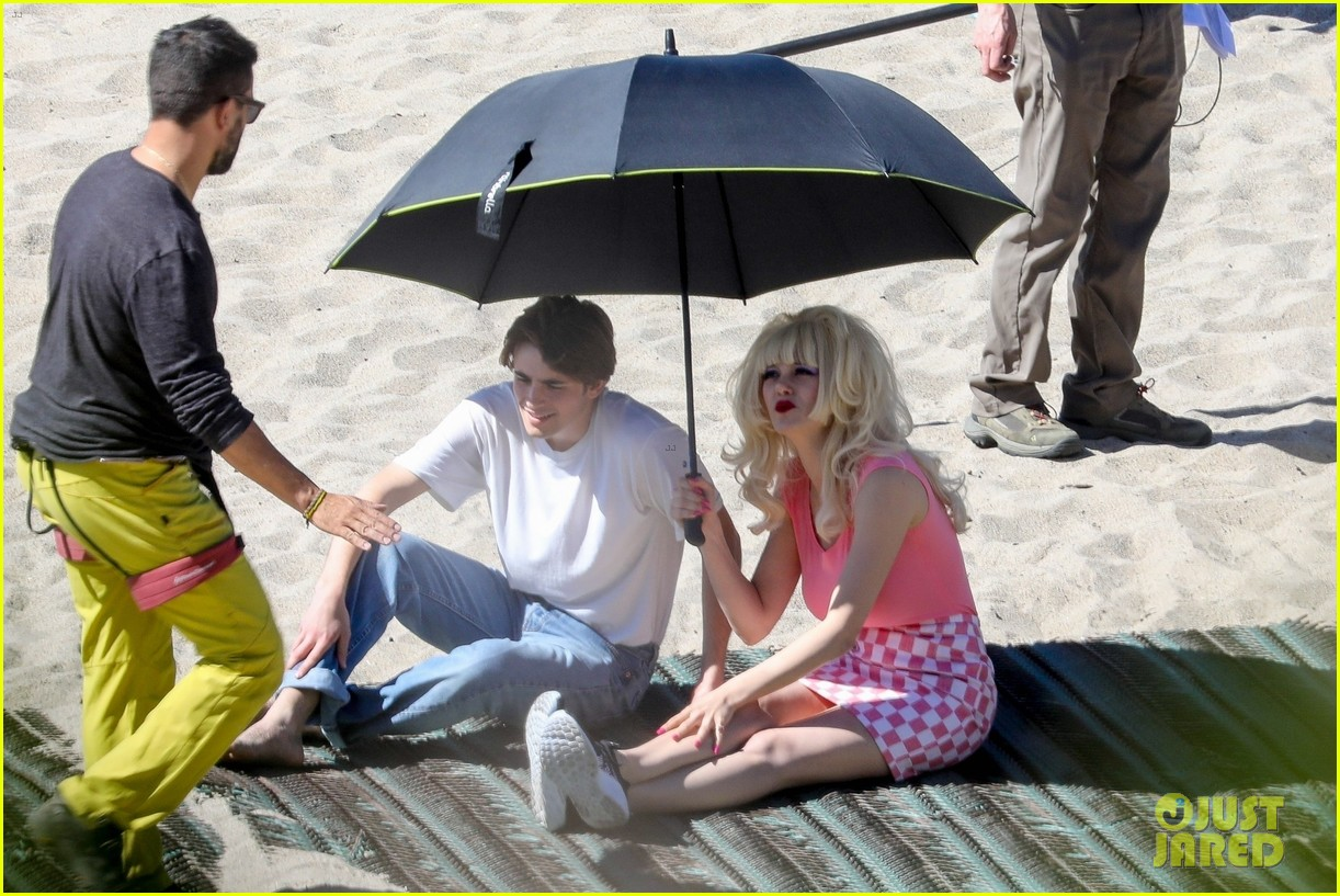 emmy rossum as angelyne spends the day filming at the beach 054442767