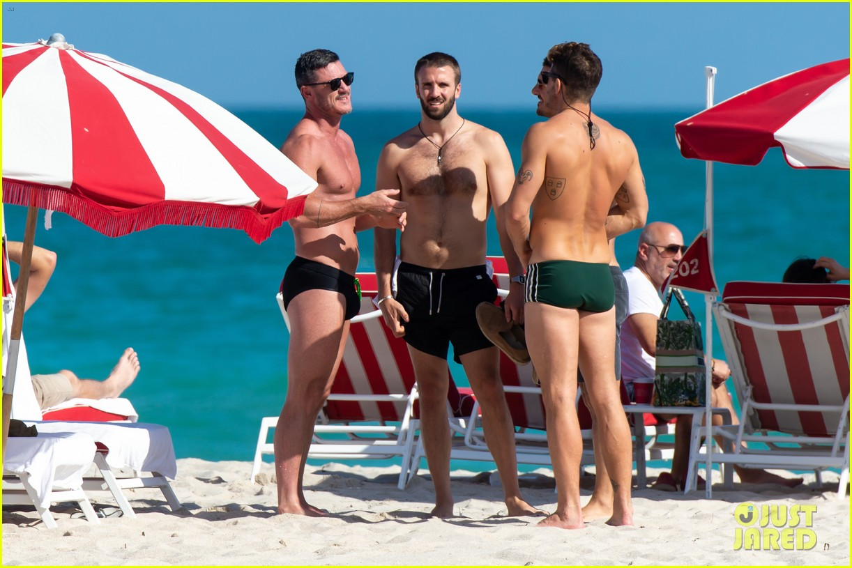 luke evans beach with rafael olarra 04.4433093