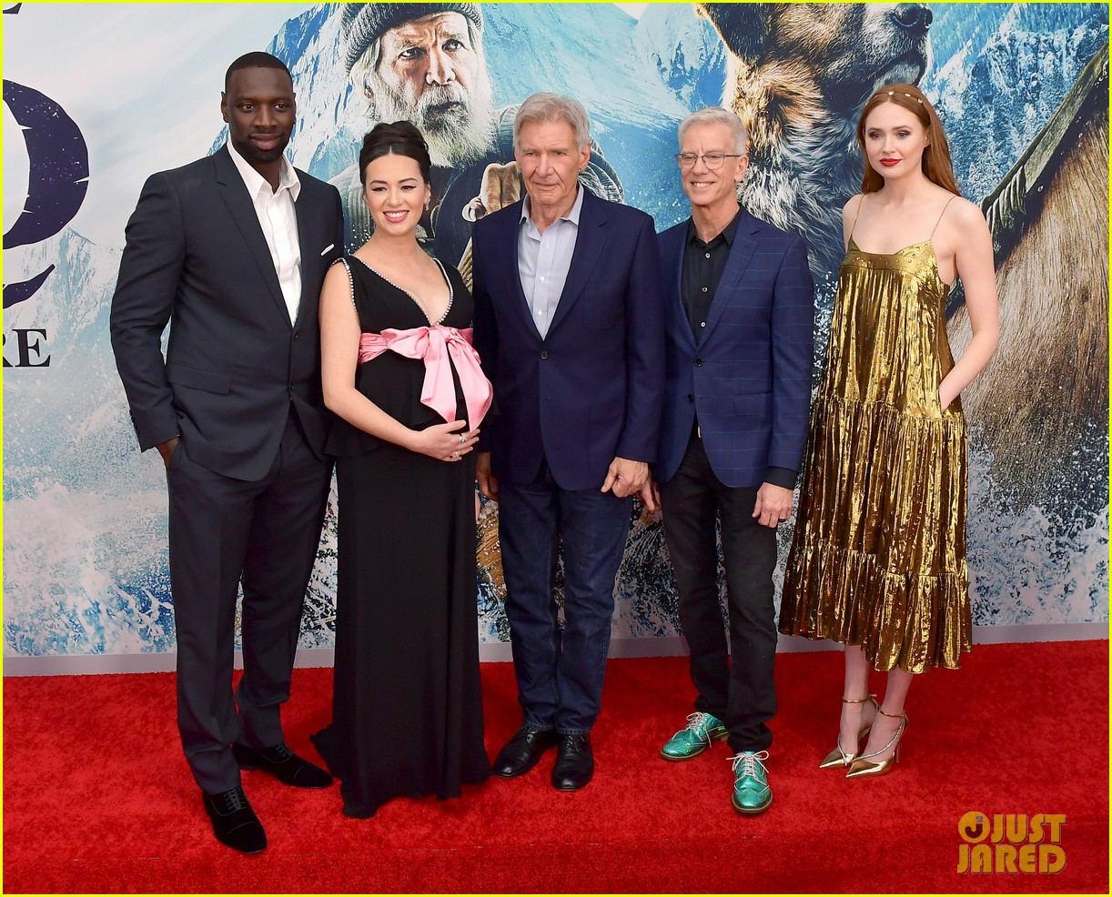 harrison ford joins his costars the call of the wild premiere 044437628
