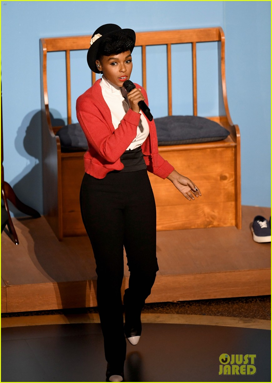 Janelle Monae Honors Mr Rogers At Oscars 2020 Shares Cute Moment With Tom Hanks Photo 4433934 2020 Oscars Janelle Monae Oscars Tom Hanks Pictures Just Jared