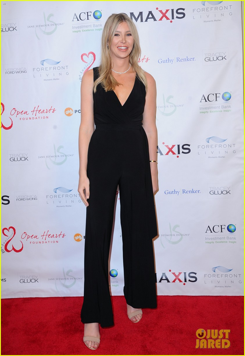 caitlyn jenner ex wife linda thompson hang out open heart foundation gala 014438351