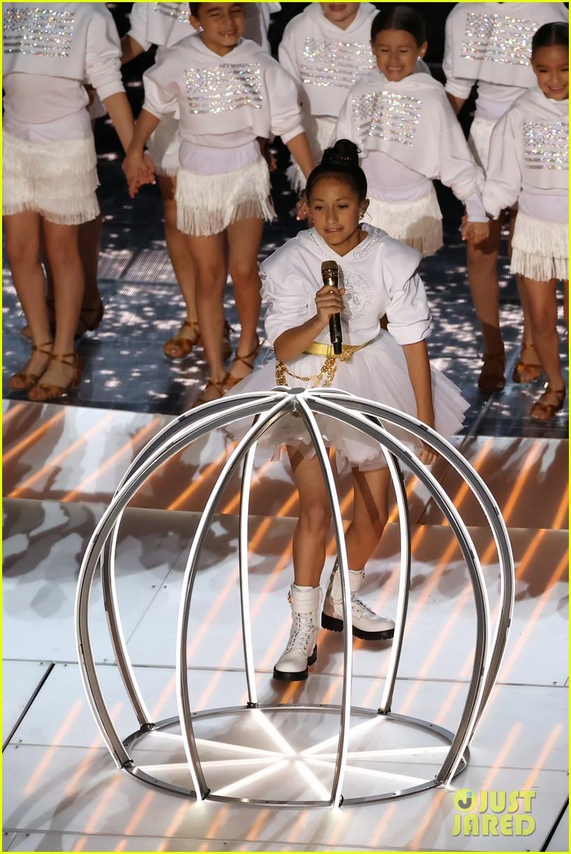 Jennifer Lopez S Daughter Emme Shows Off Incredible Vocals During Super Bowl Halftime Show 2020 Photo 4428600 2020 Super Bowl Emme Muniz Jennifer Lopez Super Bowl Pictures Just Jared