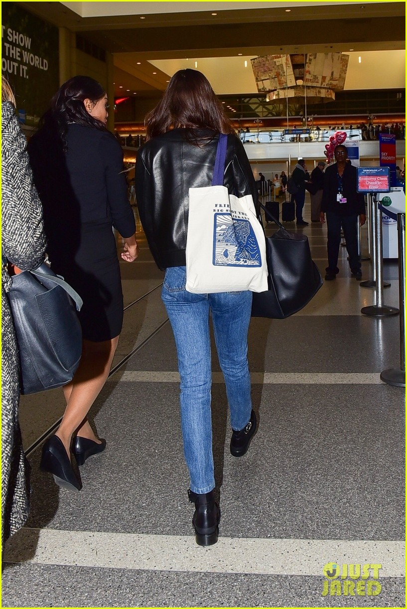 dakota johnson catches a flight out of town valentines day 054437793