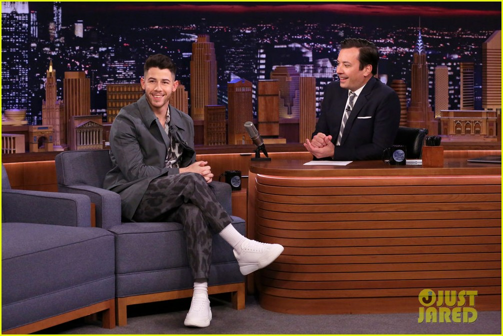 nick jonas reveals how he learned about that unfortunate grammys spinach incident 014442597