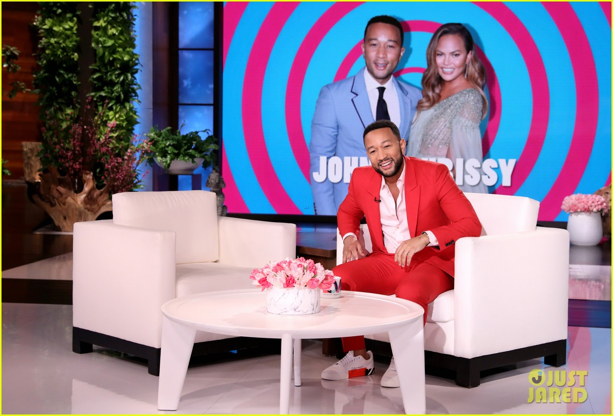 chrissy teigen guest hosts ellen with guest gwyneth paltrow 014437606