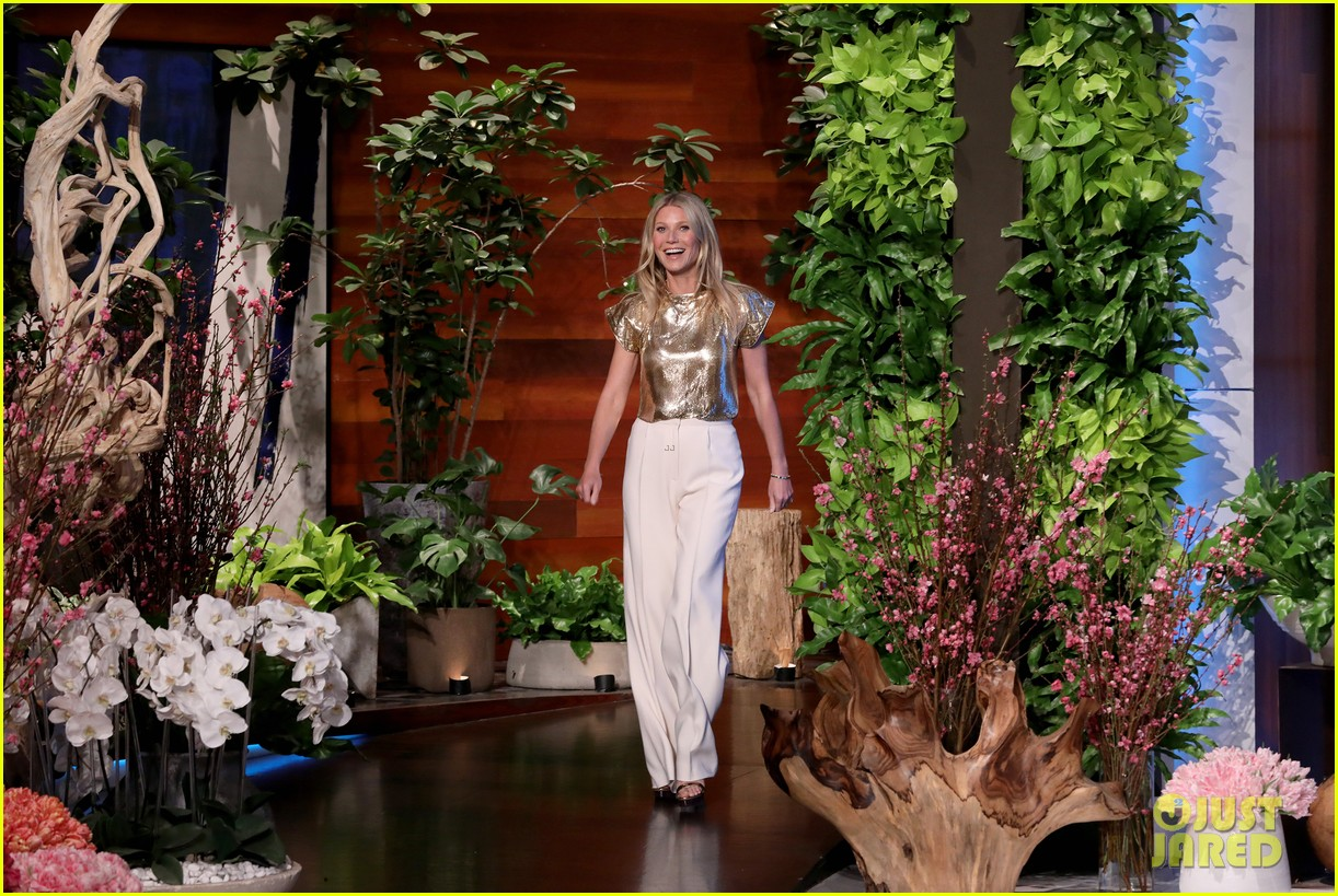 chrissy teigen guest hosts ellen with guest gwyneth paltrow 024437607