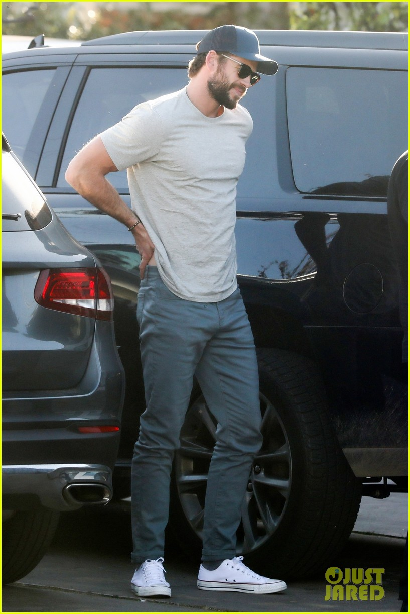 liam hemsworth varvatos return pics 044436158