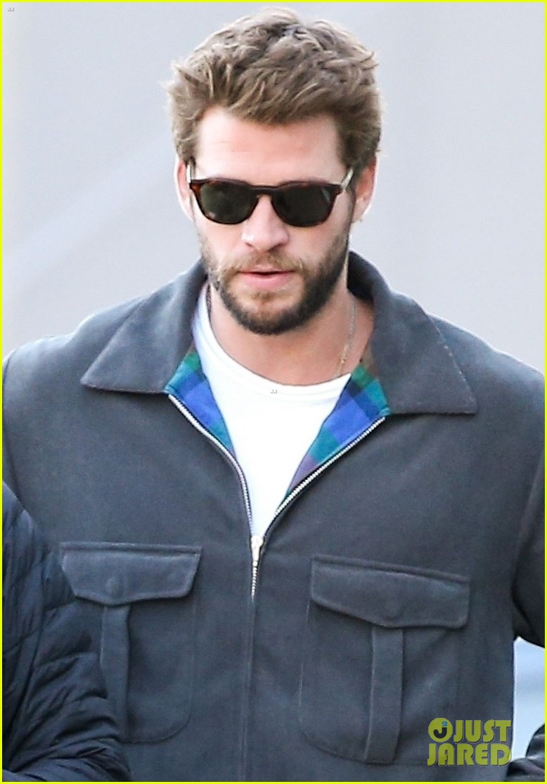 liam hemsworth varvatos shopping pics 024429675