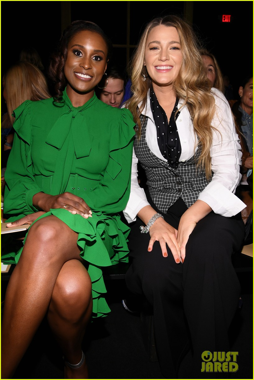 blake lively issa rae julia louis dreyfus make the perfect trio at michael kors 054436936