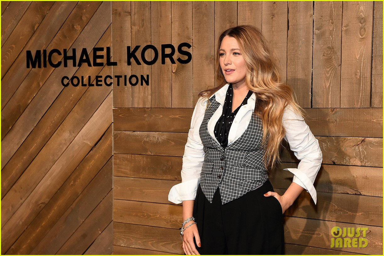 blake lively issa rae julia louis dreyfus make the perfect trio at michael kors 064436937