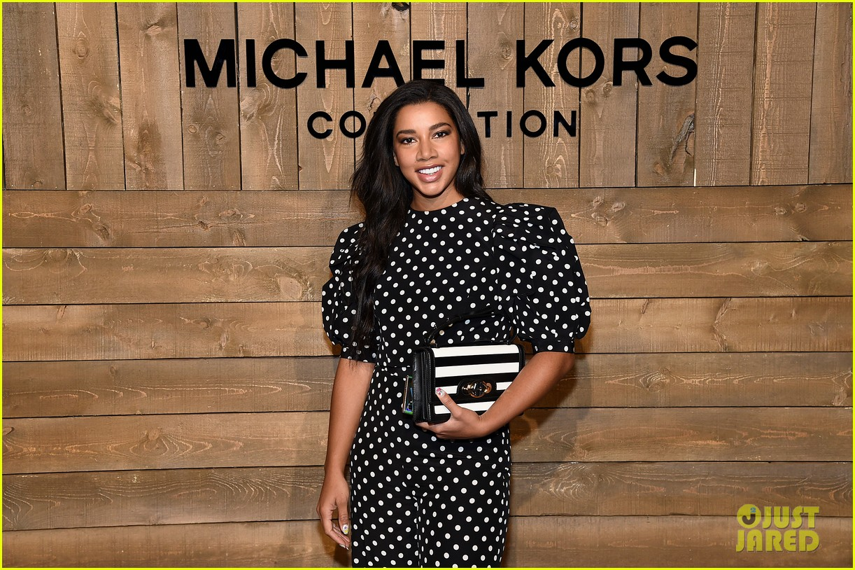 blake lively issa rae julia louis dreyfus make the perfect trio at michael kors 474436978