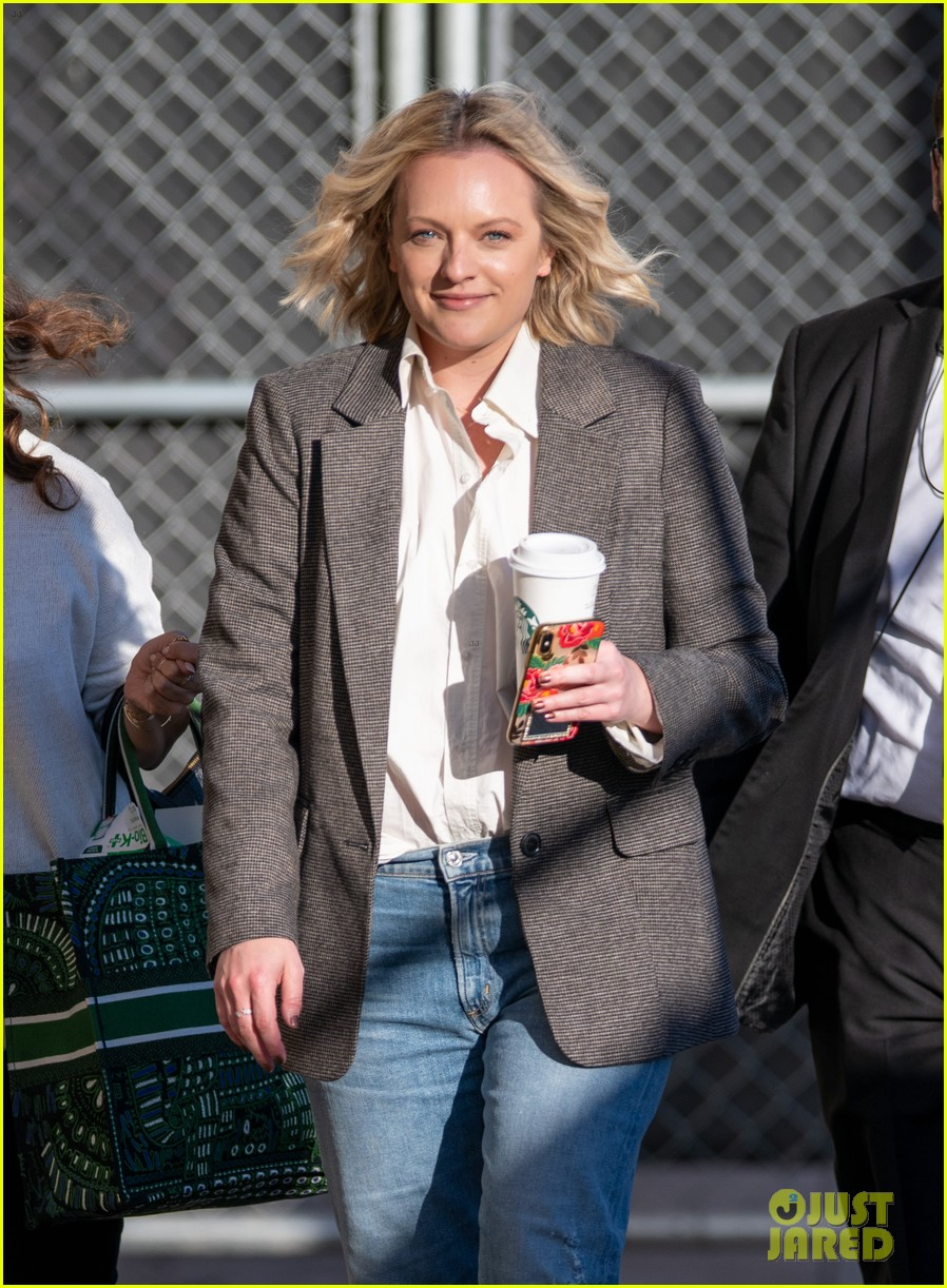 elisabeth moss says she love doing horror films this is my genre this is my jam 024442480