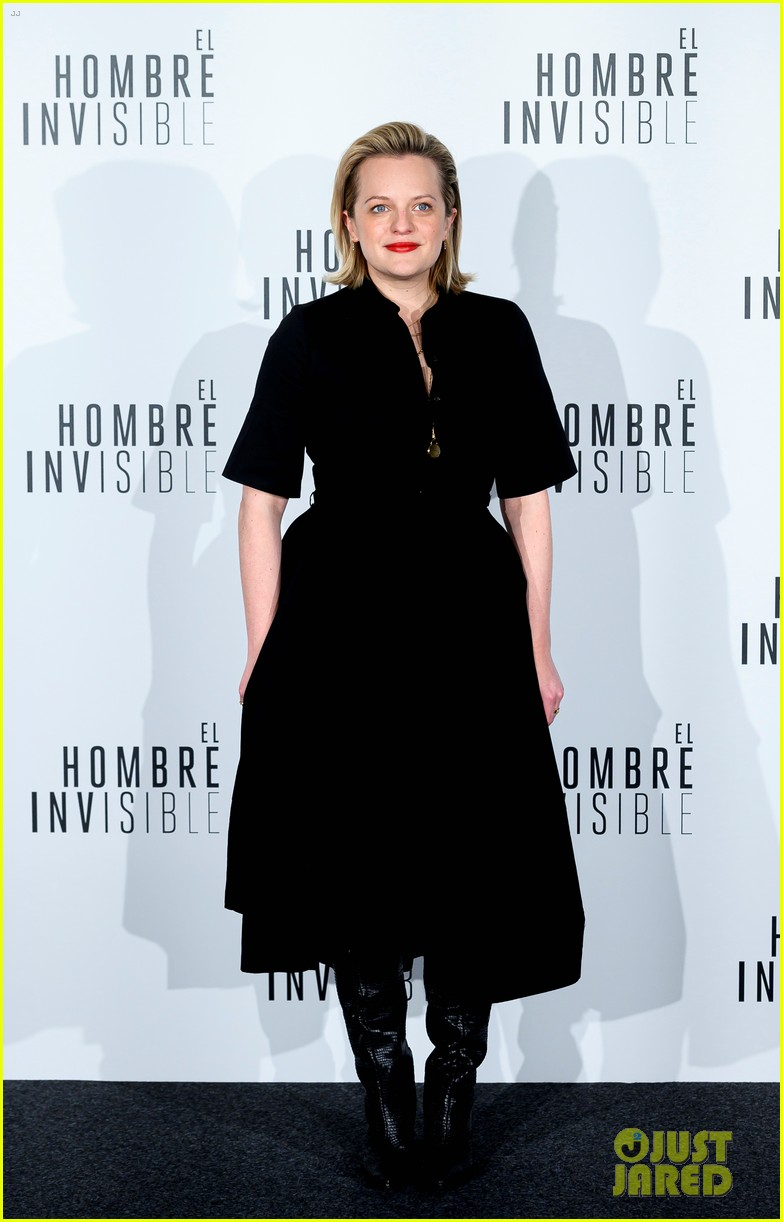 elisabeth moss explains what the invisible man is really about 024439420