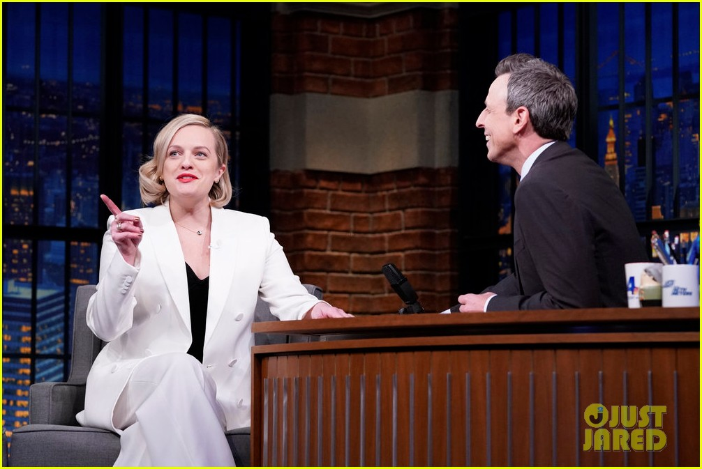 elisabeth moss says she was legitimately scared by invisible man junket prank 024443703