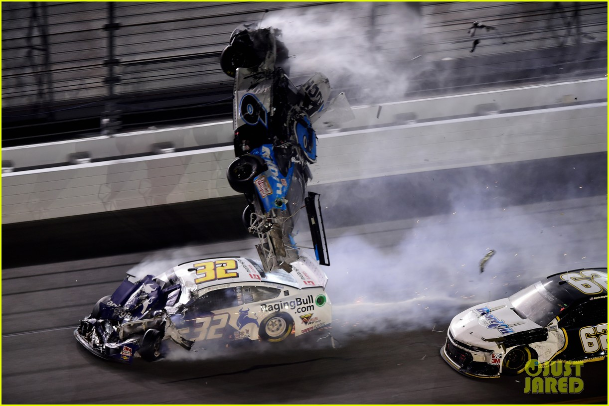 Nascar Driver Ryan Newman Rushed To Hospital After Major Crash At Daytona 500 Photo 4438609 Ryan Newman Nascar Sports Pictures Just Jared