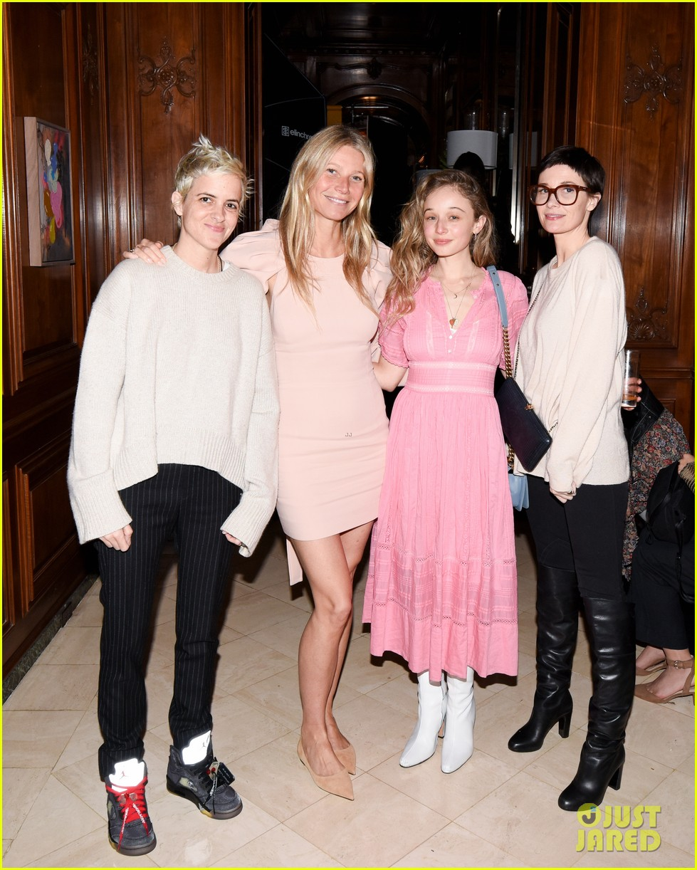 gwyneth paltrow hosts makeup free goop dinner party with kate hudson demi moore 024439718