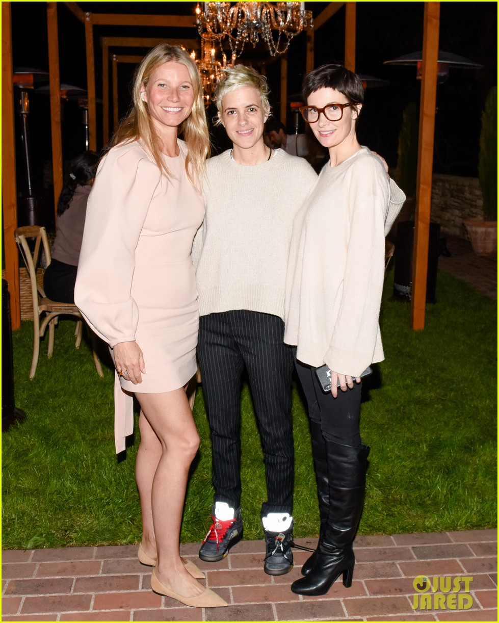 gwyneth paltrow hosts makeup free goop dinner party with kate hudson demi moore 104439726