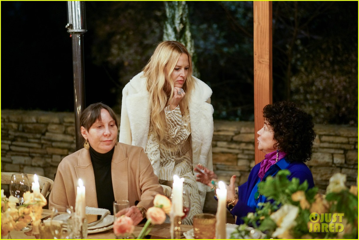 gwyneth paltrow hosts makeup free goop dinner party with kate hudson demi moore 144439730