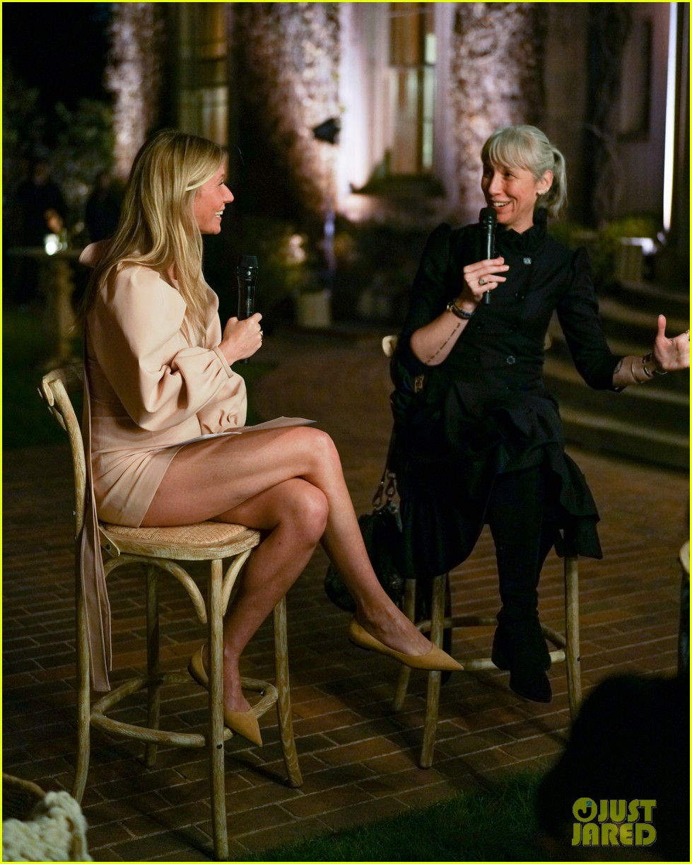 gwyneth paltrow hosts makeup free goop dinner party with kate hudson demi moore 174439733