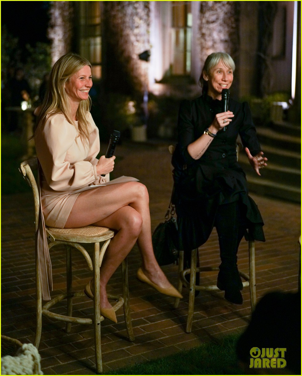 gwyneth paltrow hosts makeup free goop dinner party with kate hudson demi moore 184439734