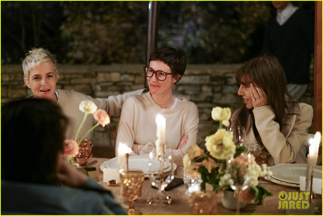 gwyneth paltrow hosts makeup free goop dinner party with kate hudson demi moore 194439735