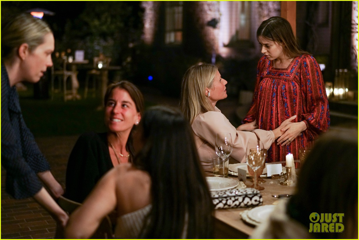 gwyneth paltrow hosts makeup free goop dinner party with kate hudson demi moore 214439737