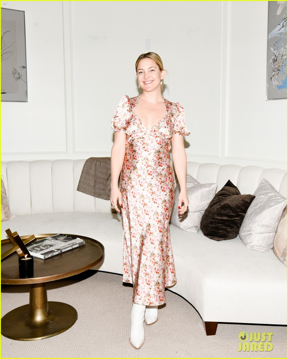 gwyneth paltrow hosts makeup free goop dinner party with kate hudson demi moore 254439741
