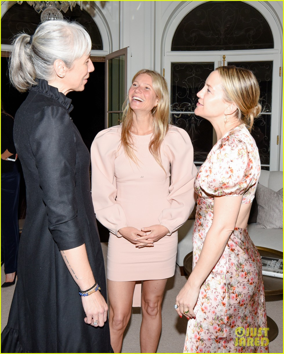 gwyneth paltrow hosts makeup free goop dinner party with kate hudson demi moore 274439743
