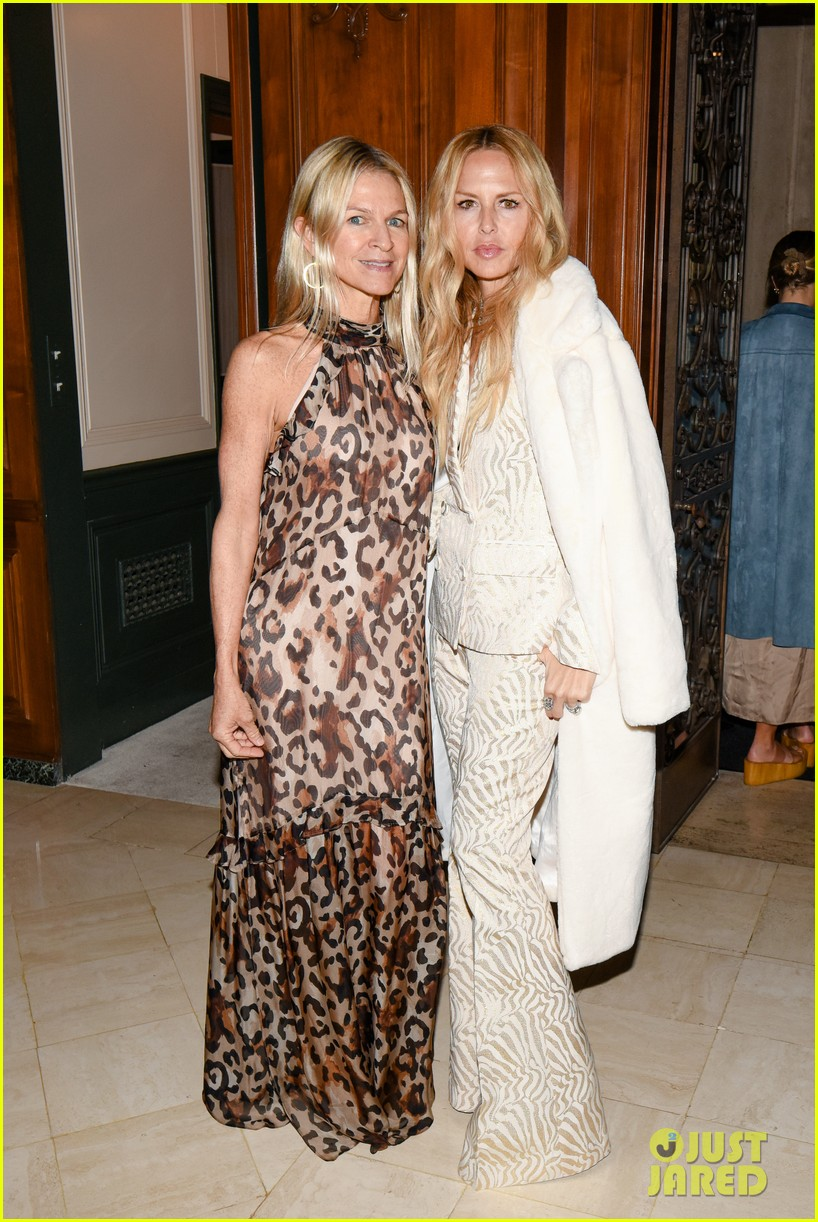 gwyneth paltrow hosts makeup free goop dinner party with kate hudson demi moore 334439749