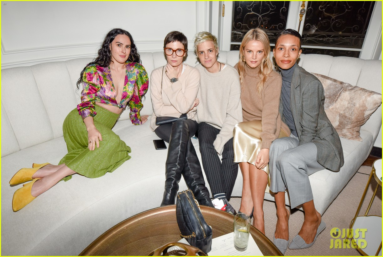 gwyneth paltrow hosts makeup free goop dinner party with kate hudson demi moore 344439750