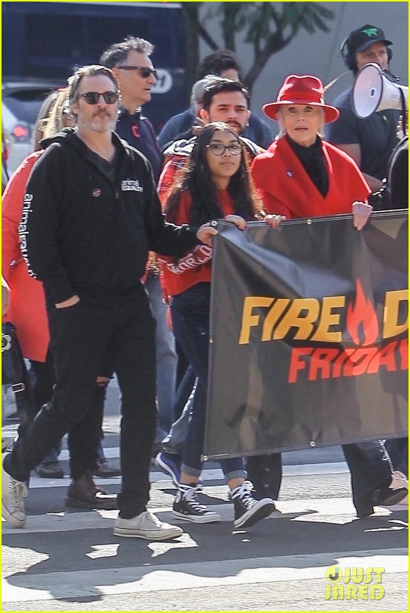 joaquin phoenix rooney mara fire drill friday with jane fonda 024431509