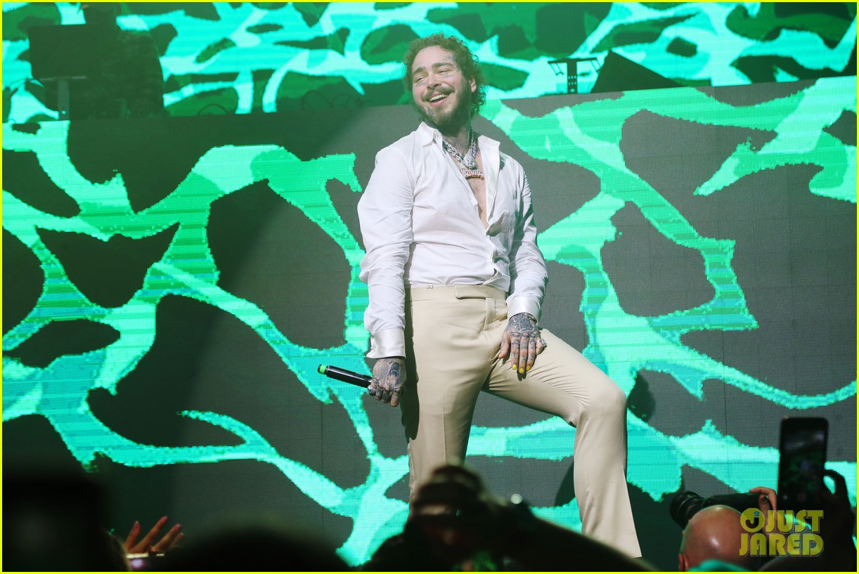 post malone performs at super bowl partykevin hart 204427687