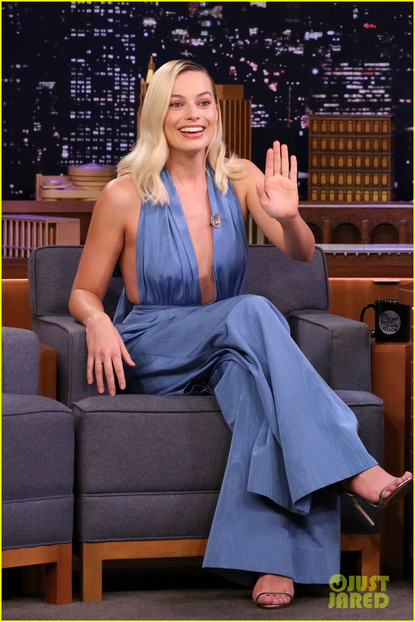 margot robbie plays know it all with jimmy fallon on tonight show 044429790