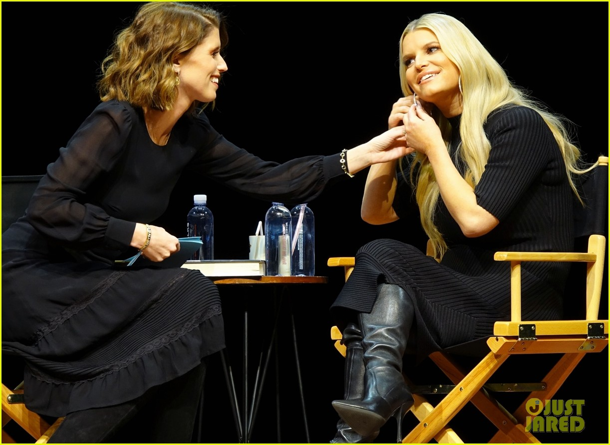 jessica simpson reacts to animal rights protestors 024436351