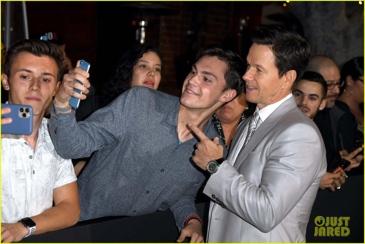 Mark Wahlberg S Wahlburgers Get Delivered To Spenser Confidential Premiere Courtesy Of Post Malone Photo 4443424 Alan Arkin Alexandra Vino Ayana Brown Brandon Scales Colleen Camp Dustin Tucker Hope Olaide Wilson Iliza