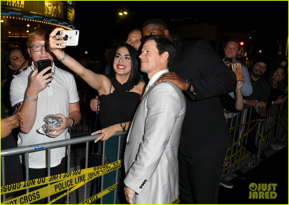 Mark Wahlberg S Wahlburgers Get Delivered To Spenser Confidential Premiere Courtesy Of Post Malone Photo 4443436 Alan Arkin Alexandra Vino Ayana Brown Brandon Scales Colleen Camp Dustin Tucker Hope Olaide Wilson Iliza
