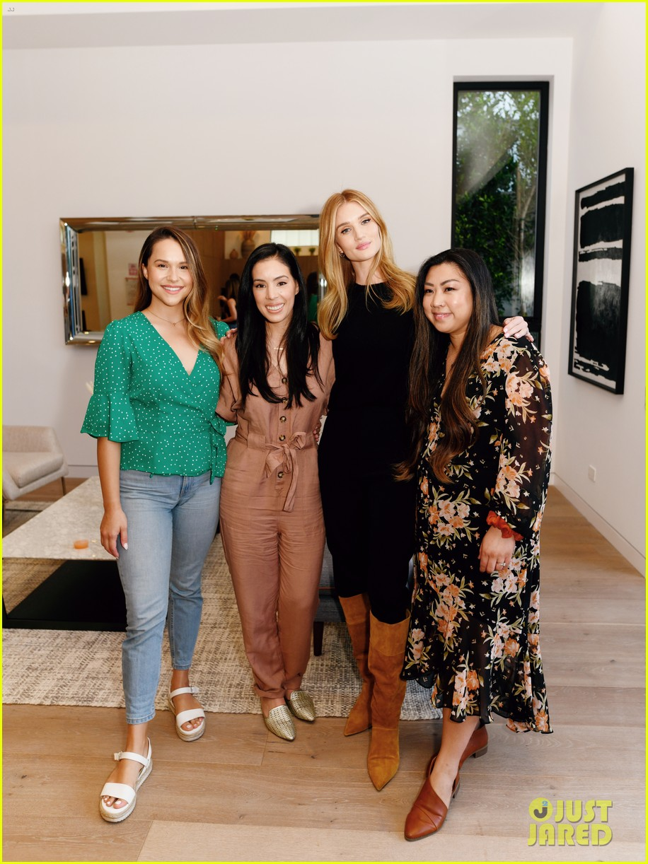 rosie huntington whiteley celebrates deserving moms with day of pampering 034439361