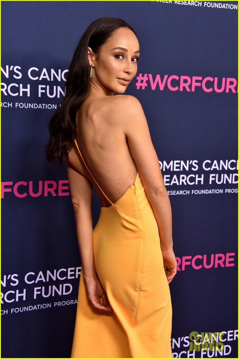 renee zellweger makes first appearance since winning oscar womens cancer research fund 084443587