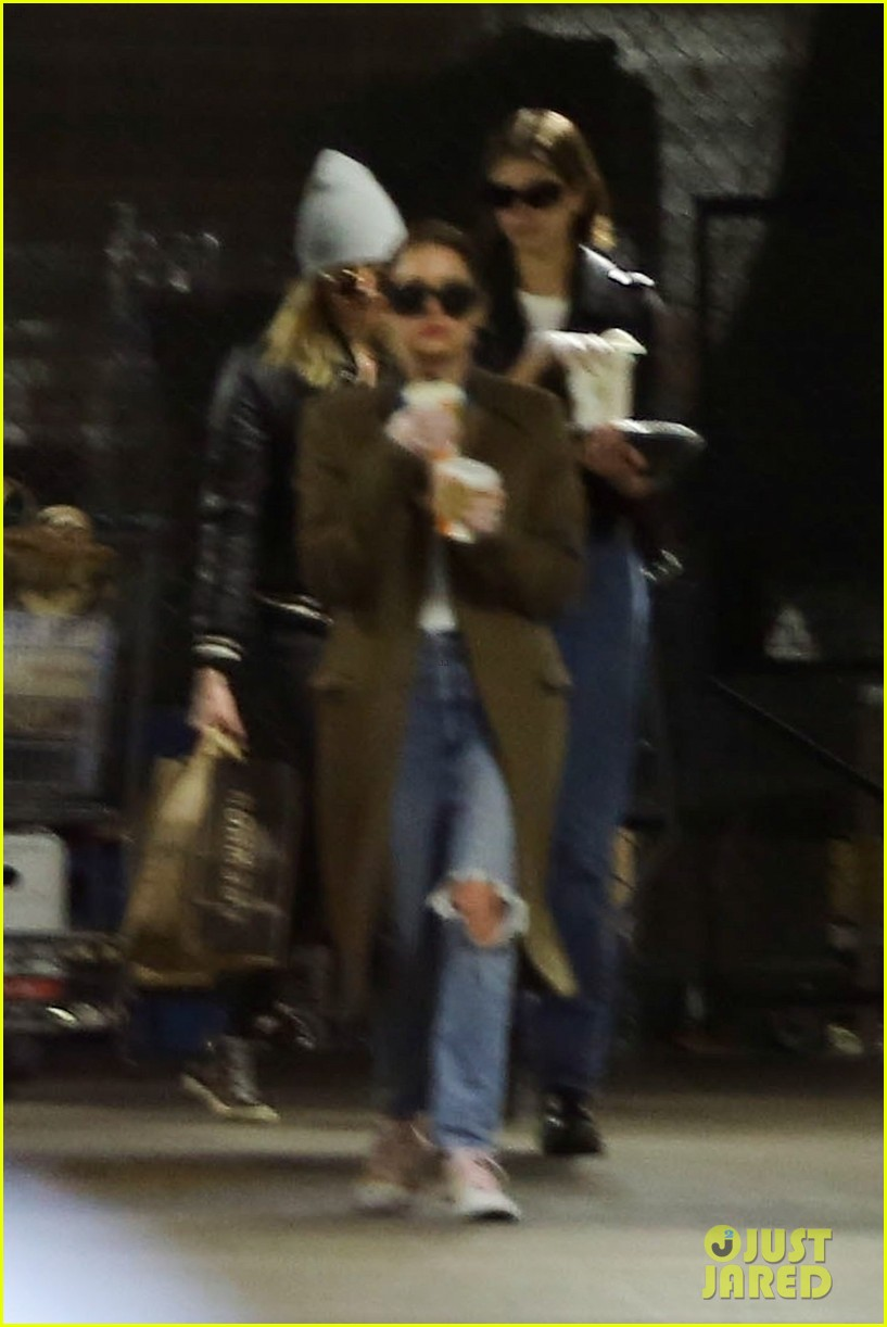 kaia gerber cara delevingne pick up groceries in weho 054450775