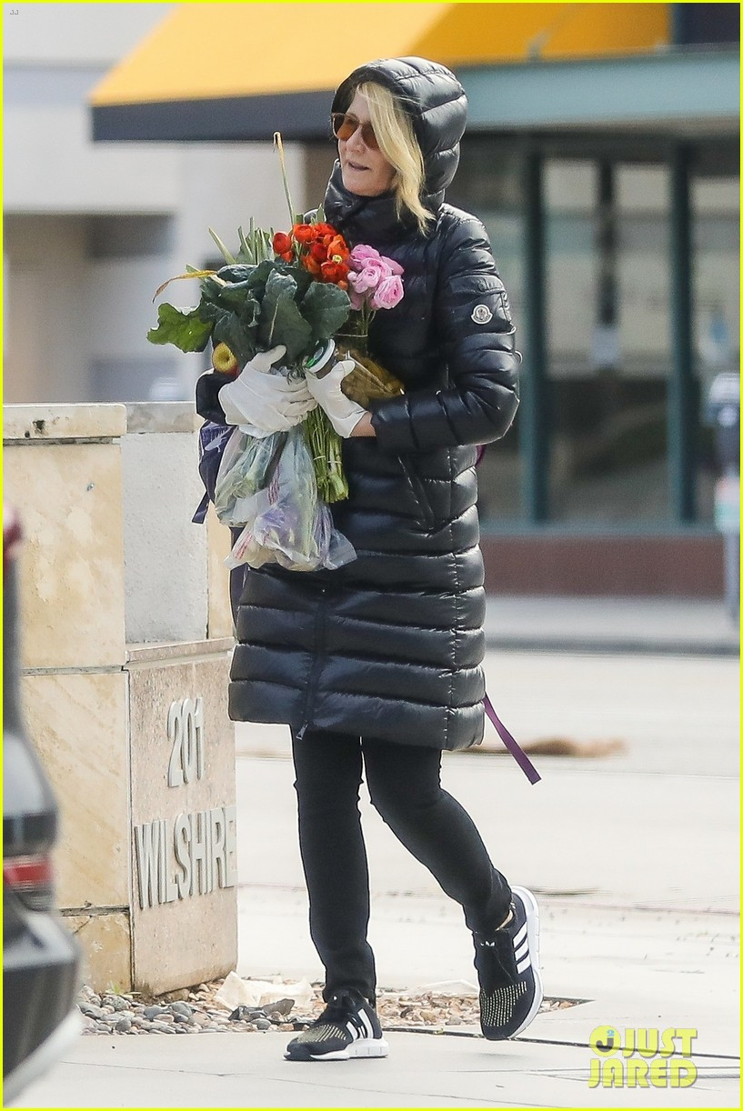 laura dern buys flowers during outing 054450302