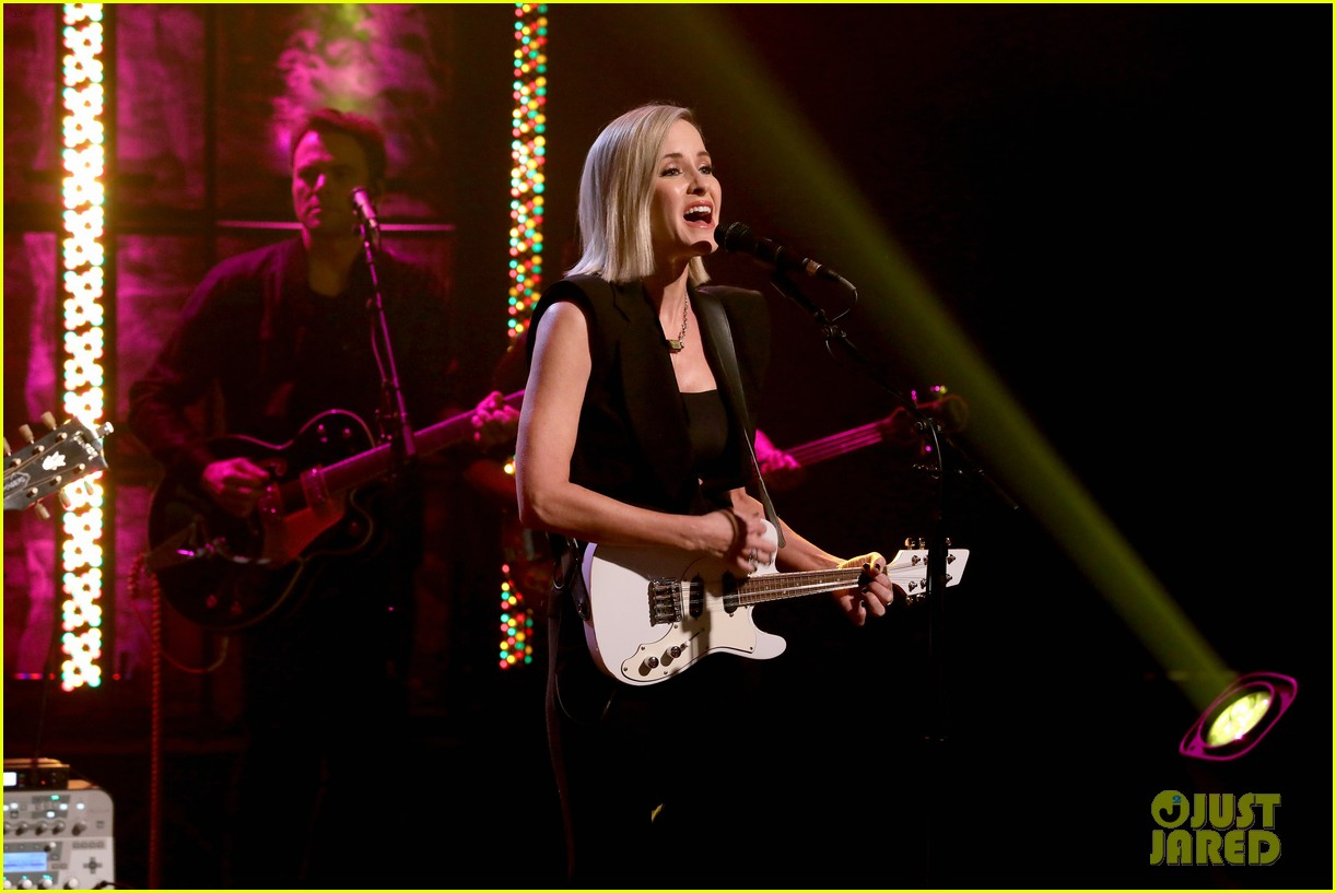 dixie chicks on being the first targets of cancel culture it can ruin people lives 074449625