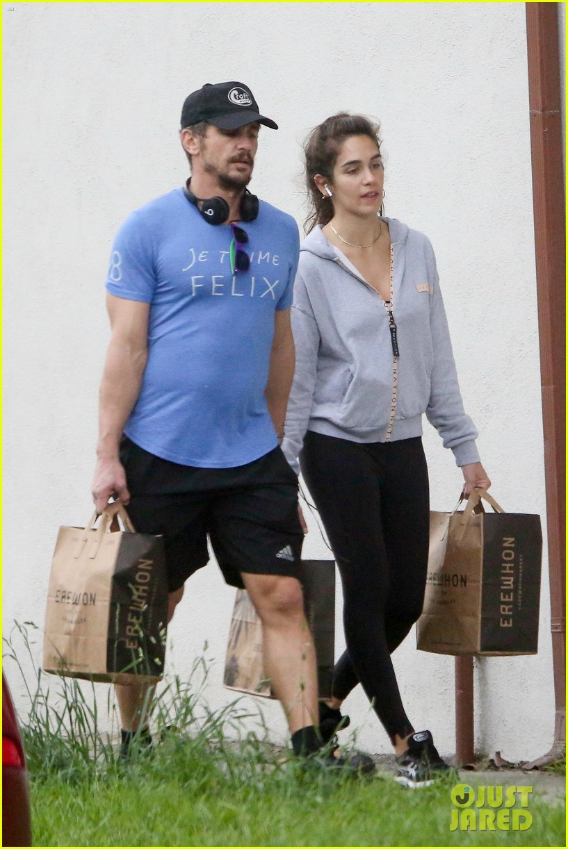 james franco goes grocery shopping with a female friend 034450697