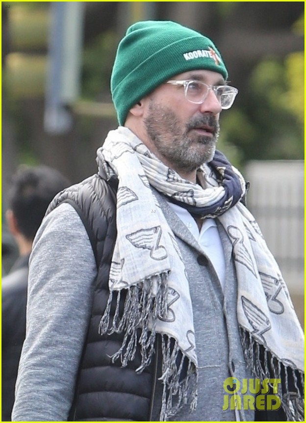jon hamm picks up lunch to go in los feliz 024450589