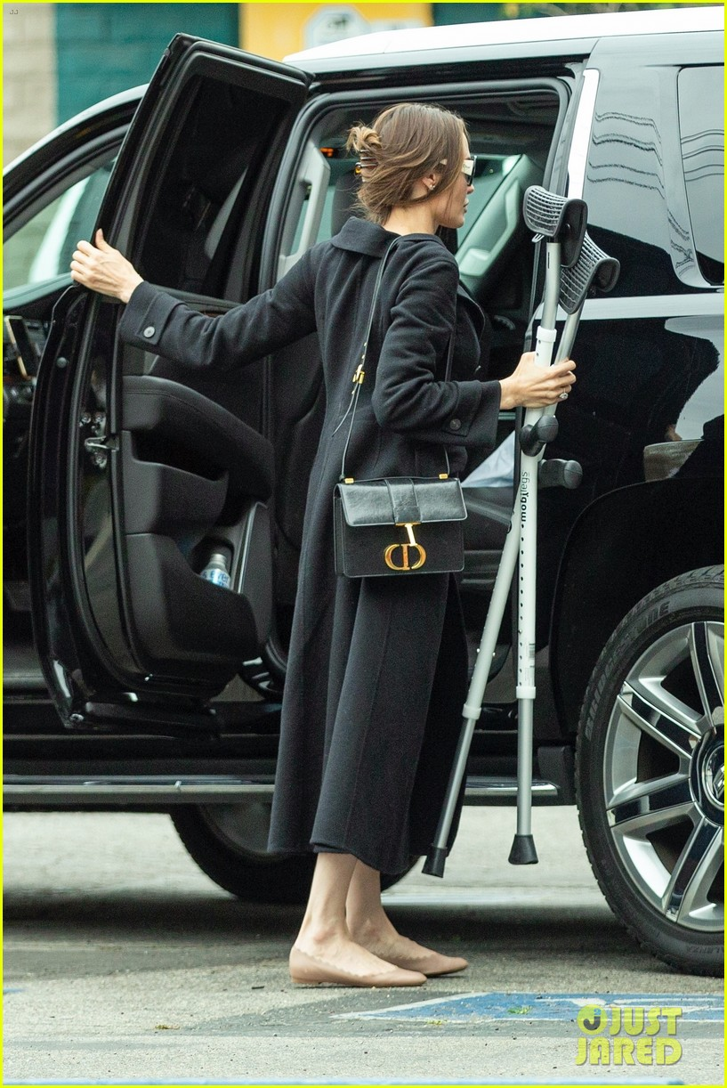 angelina jolie with shiloh crutches 124447867